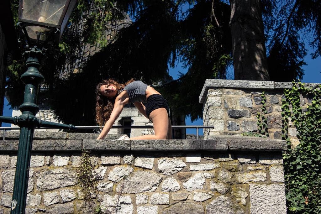Dancing around a summer castle 13