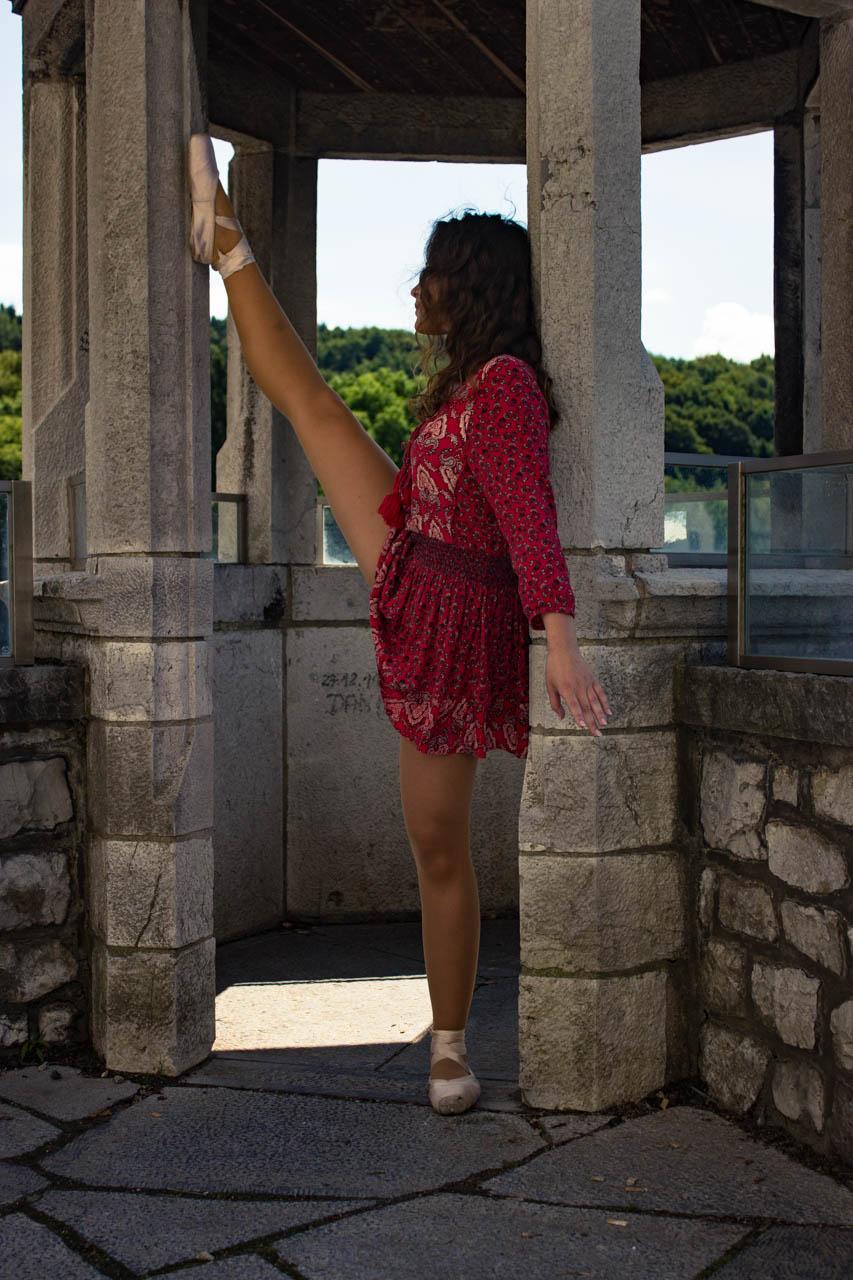 Dancing around a summer castle 18