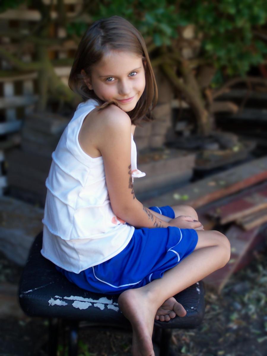 http://img08.deviantart.net/d11f/i/2012/245/1/7/amella_by_soupfamily-d5dbi6r.jpg