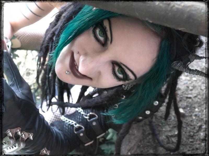 Creepy Crawler by IztaJupiter