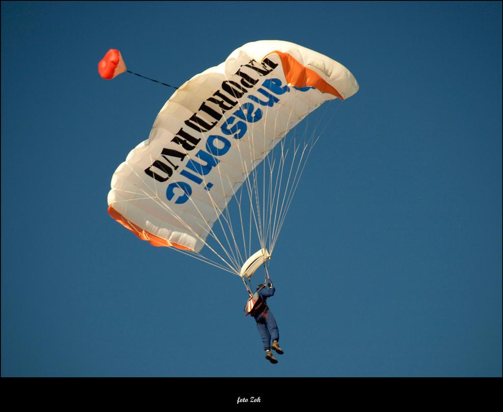Parachuter by siscanin