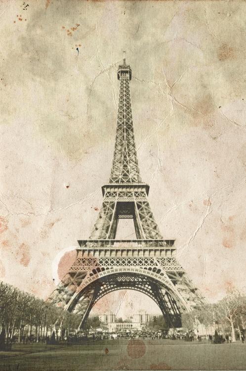Vintage Eiffel Tower Wallpaper