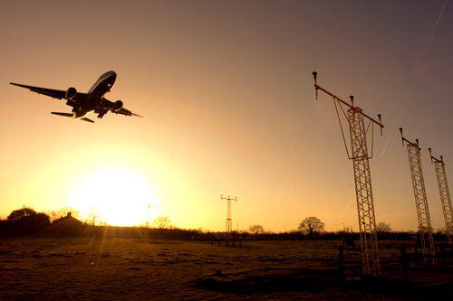 Commercial airplane landing by gregbajor