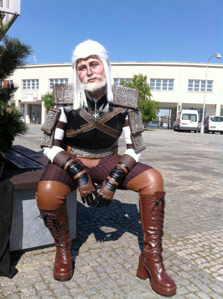 http://orig13.deviantart.net/8e63/f/2016/124/3/2/geralt_of_rivia_cosplay_by_themuffinshota-da1aknr.png