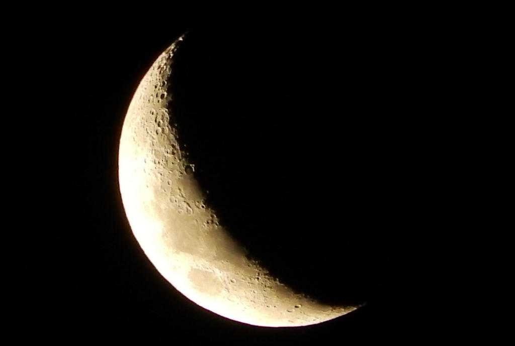 Crescent Moon on Boxing Day by SilverSoul1496