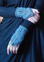 Igorina's Pointy Mittens - free knitting pattern by we-are-normal