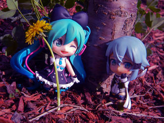 Miku and Sinon nendos