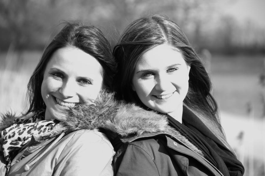 Nina and Jaqueline 25 by Optionator
