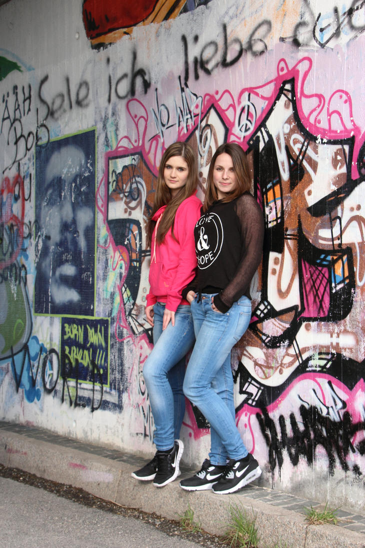 Nina and Jaqueline 44 by Optionator