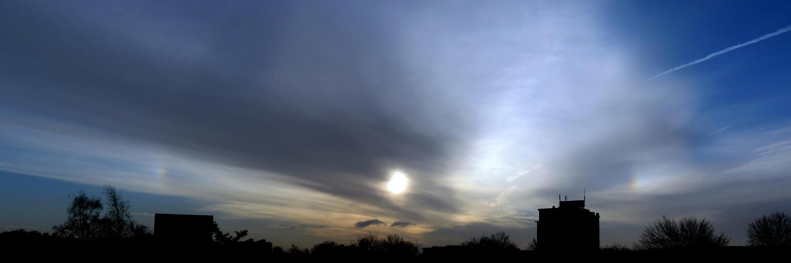 27th January 2015 sky - sundogs by Xaeyu