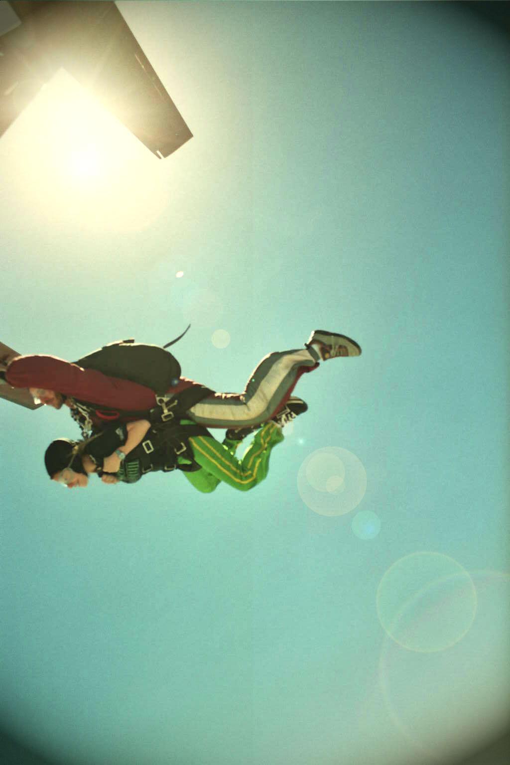 Skydiving by Skydd