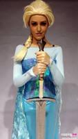 Queen Elsa Frozen vs Game of Thrones Cosplay