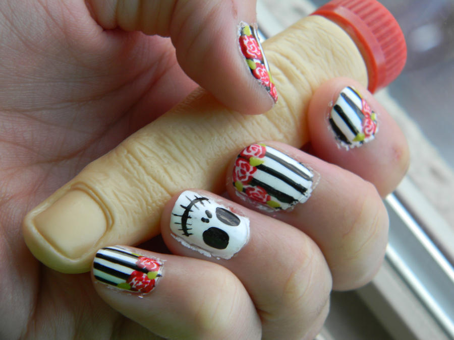 Skull With Roses Nail Design-Halloween