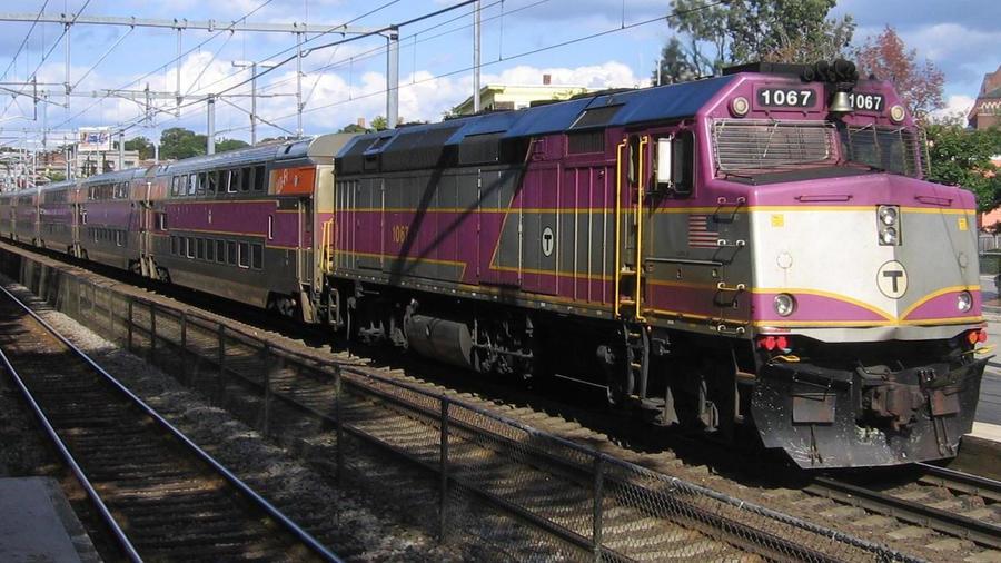 IMAGE(http://img11.deviantart.net/8a44/i/2011/305/5/0/mbta_commuter_rail_by_tpirman1982-d4eqnt6.jpg)
