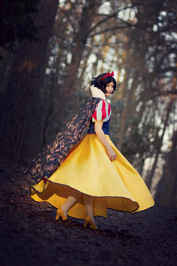 Snow White - Twirl And Turn by aco-rea