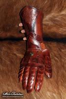 Nushem'rah articulated leather gauntlet by AtelierFantastique