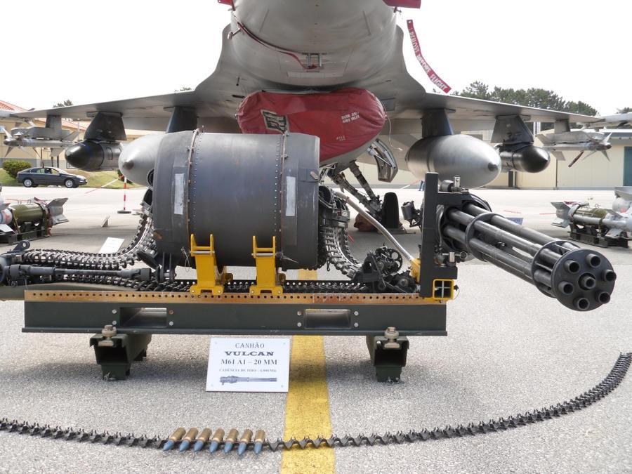 مدفع رشاش الاف 16 F16_machine_gun_in_detail_by_luisgil-d3ss2xi