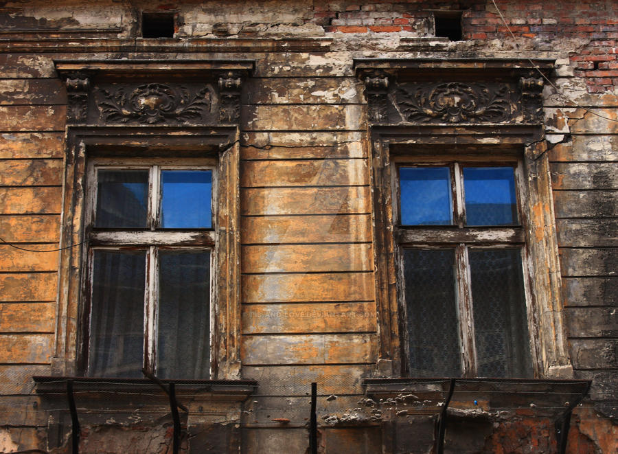 Old building by PiS-and-Love