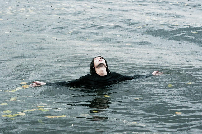 Житель Израиля прыгнул степлохода вМоскву-реку исломал шею