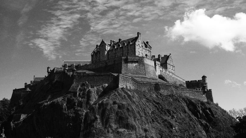 Edinburgh castle by cleallyfr