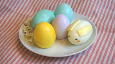 No food coloring Easter eggs (with tutorial)