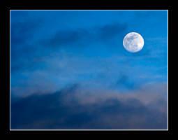 Full Moon Rising by HippySpawn