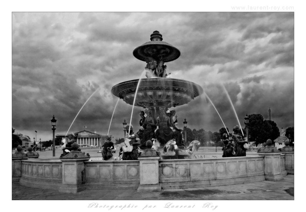 Paris fountain - 004 by laurentroy