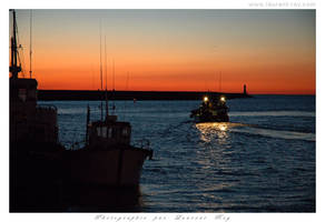 Boat in the night by laurentroy