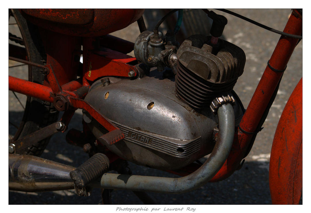 2015 CM - 046 - Gitan moped by laurentroy
