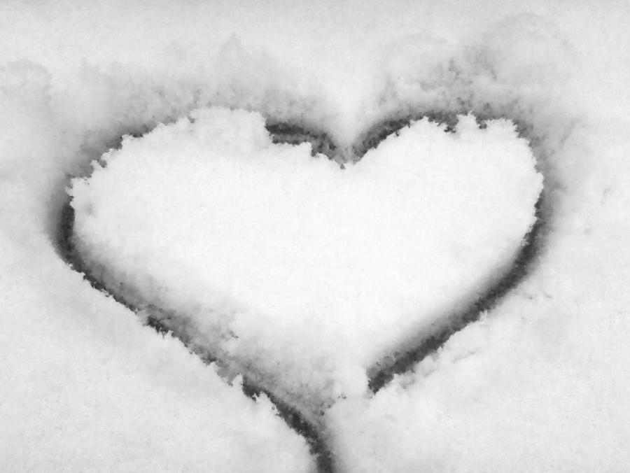 Heart in Snow by MizuKage4