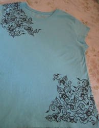 drawing on on a t-shirt by idaana
