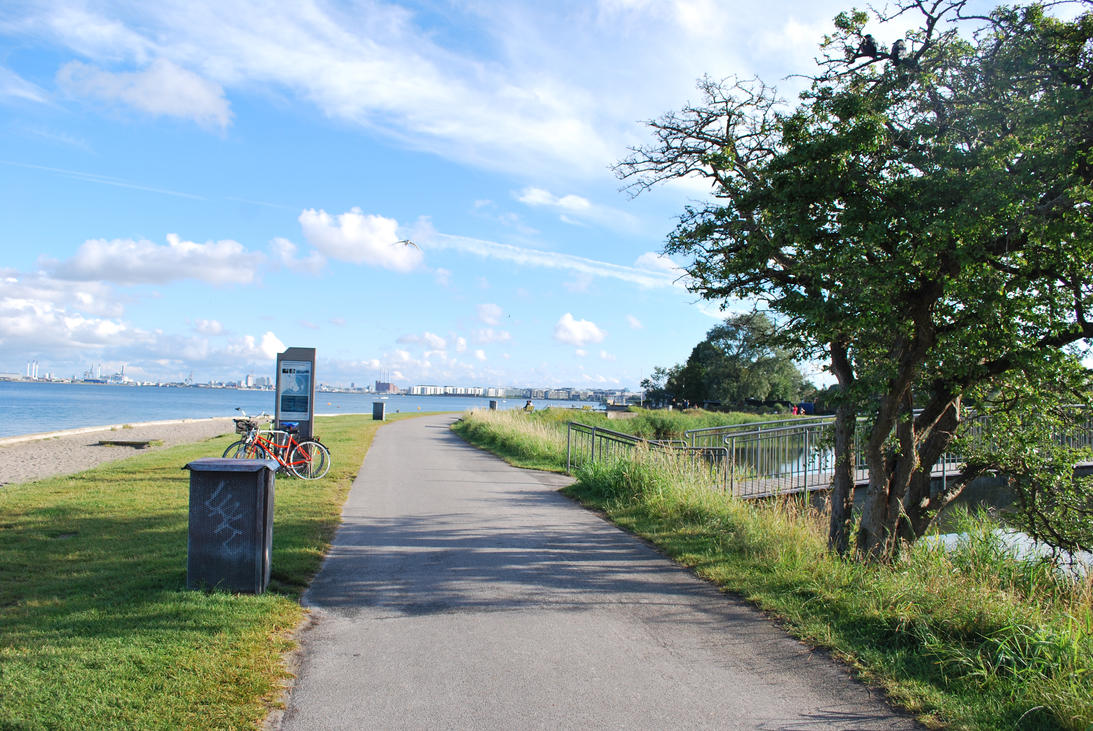 Charlottenlund Fort 30.07.16 - Pathway by SivargDK
