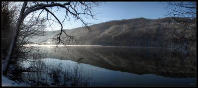 Peaceful lake by zardo