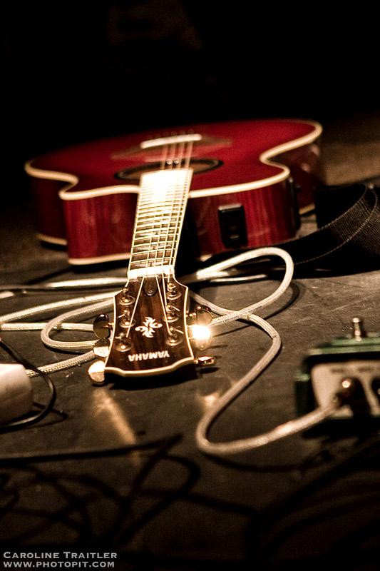 lonely guitar by CaroFiresoul
