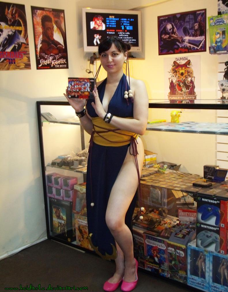 Chun-Li Buys a Game by keidashu