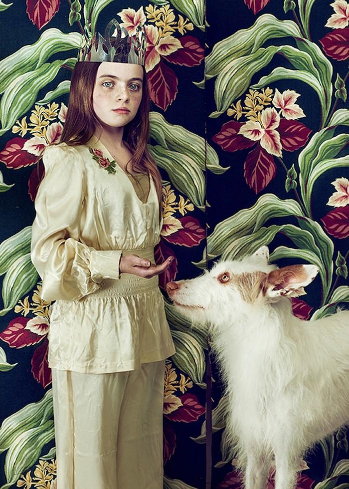 تابلو عکس، مدل دختر کاغذ دیواری با سگ