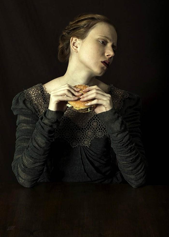 تابلو عکس، بانوی متشخص رنسانسی و همبرگر