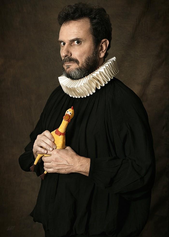 تابلو عکس، مرد رنسانسی و یک اردک پلاستیکی