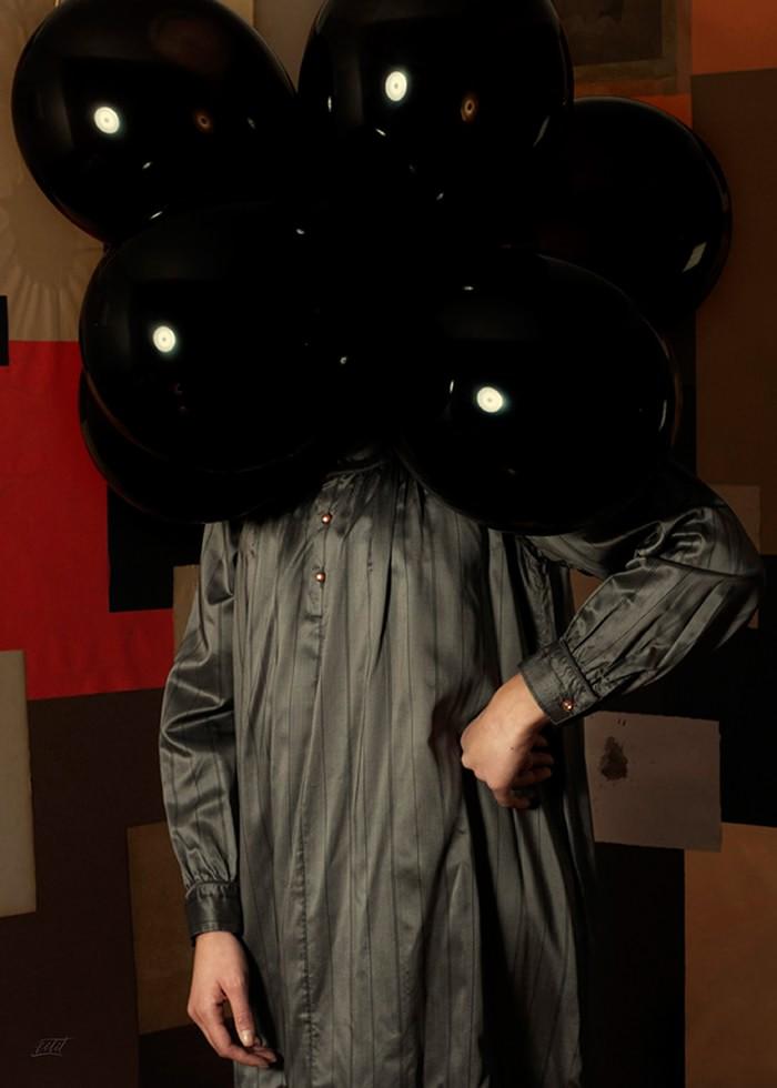 تابلو عکس، پرتره عجیب بادکنک های سیاه