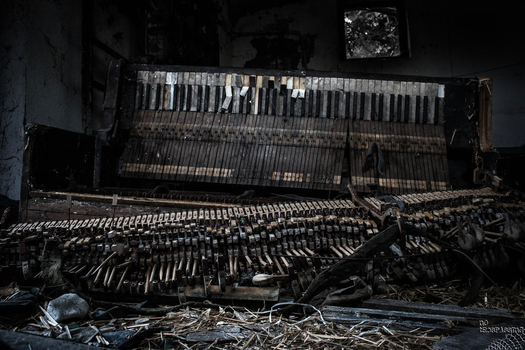 black piano by no-trespassing