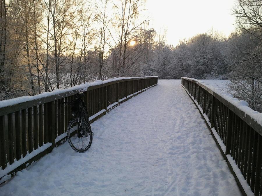snow-bikin by Bielegraphics