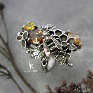 Honeybee silver cast ring