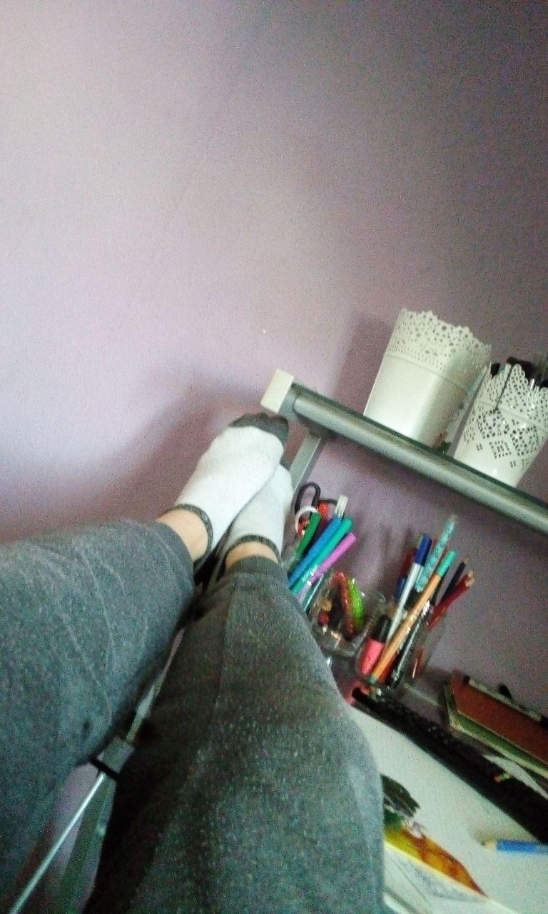Feet teen girl Video shows