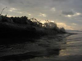 Crashing wave by NaturalBornCamper