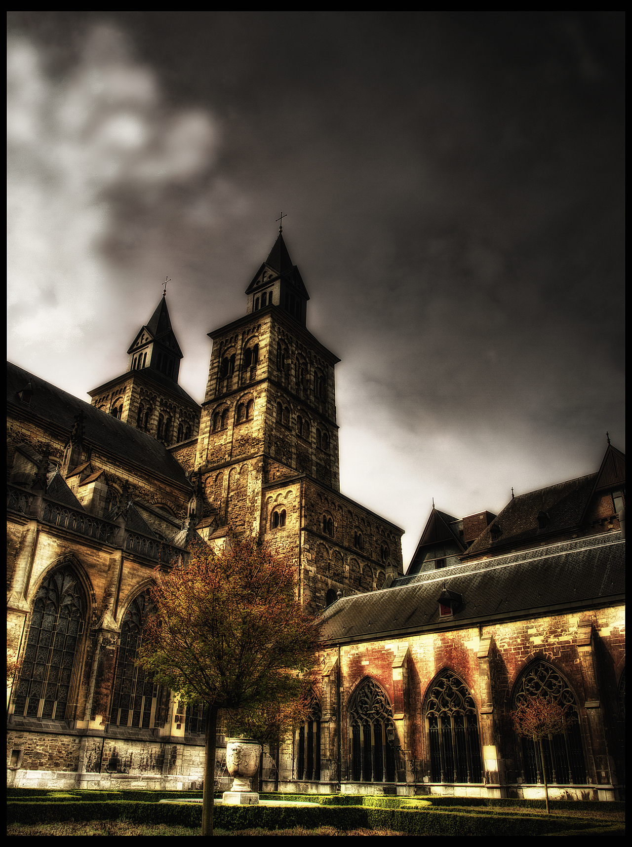 Basilica of Saint Servatius by Riot23