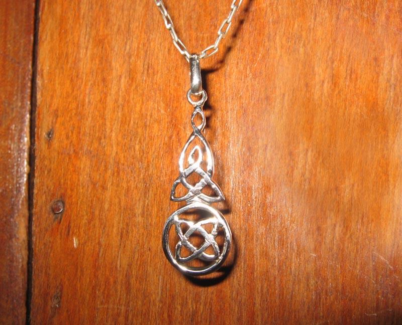 celtic pendant by Aranglinn