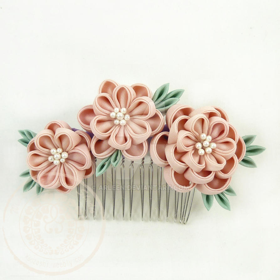 Peony Comb by Arleen