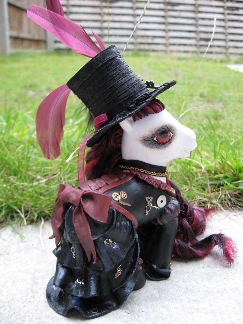 Scarlett, a steampunk custom by assassin-kitty