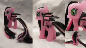 Amaris the bat pony