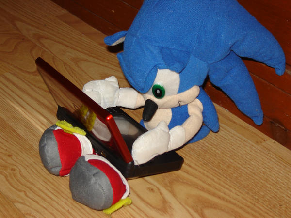 Sonic Playing DS by SonicClone